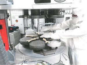仕事の様子(処理室の調整)