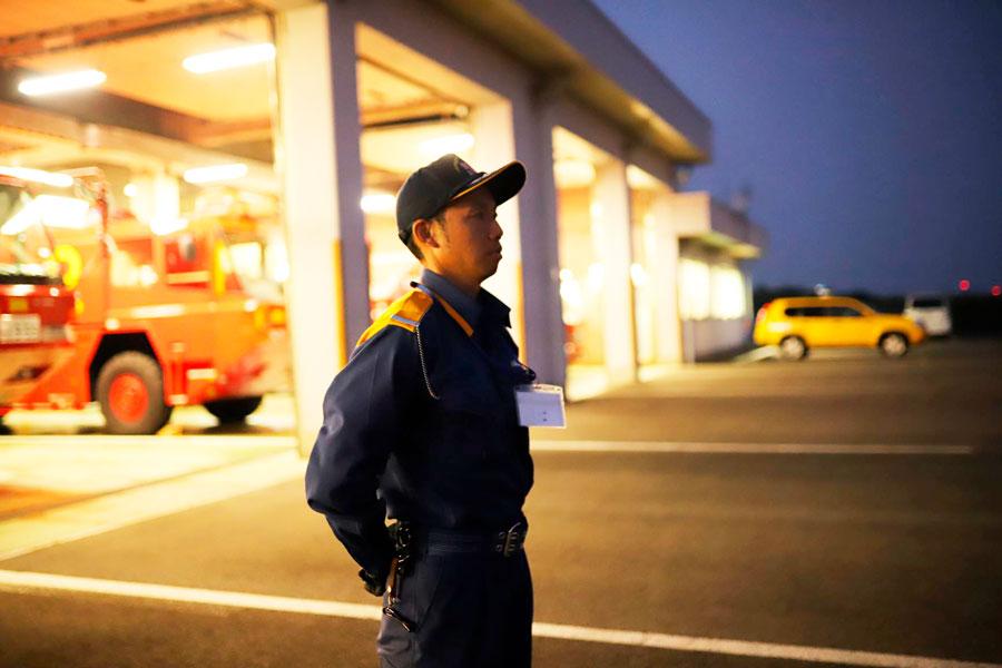 飛行場夜間警備の様子